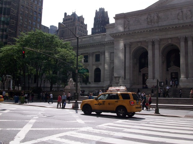 5th Avenue und New York Public Library in New