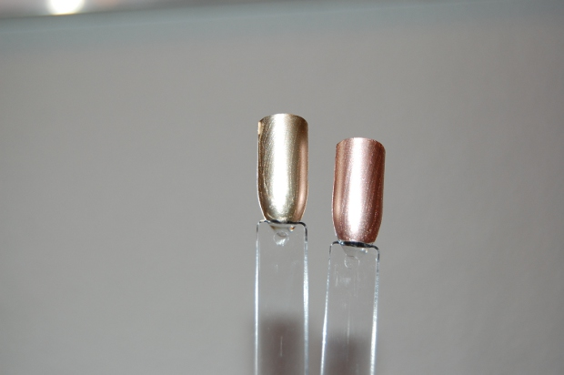 Essie Penny Talk und Good As Gold aufgetragen